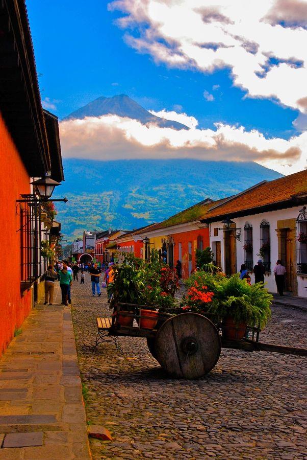 Antigua, Guatemala. Un altre poblet que ha tingut la mateixa idea, pintar les seves façanes de mil colors!