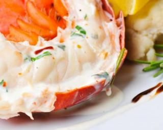 Queues de homard vapeur en crème minceur : http://www.fourchette-et-bikini.fr/recettes/recettes-minceur/queues-de-homard-vapeur-en-creme-minceur.html