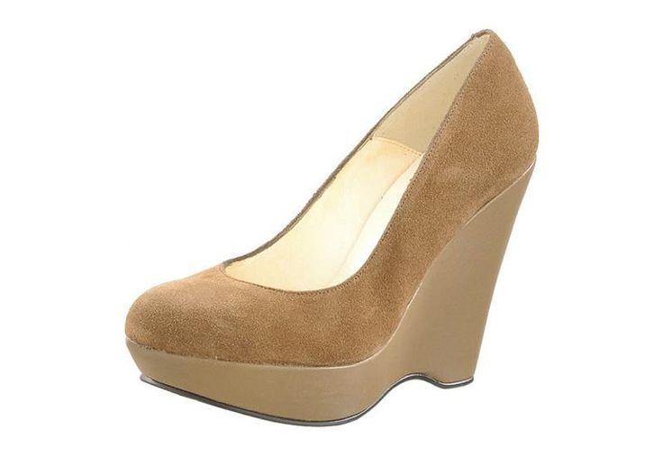 Туфли на платформе в магазине ж