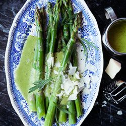 Szparagi z masłem béarnaise i parmezanem - Kwestia Smaku