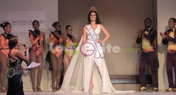 La Señorita Colombia 2013 Lucía Aldana Roldán, presentó en Cali a ritmo de salsa y por primera vez el vestuario que llevará al certamen de Miss Universo en Rusia.
