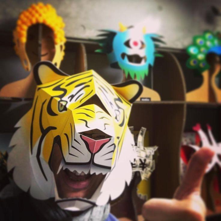 トラかぶりもので変身!変心!Σ( ̄。 ̄ノ)ノ  新作追加!無料でダウンロードして作れます!  楽しんで!!('-^*)/  #papercraft #papertoy #wolf #mask #canoncreativepark  #tigers #トラ #虎 #ペーペークラフト #マスク #阪神タイガース   http://cp.c-ij.com/jp/contents/CNT-0021020/index.html