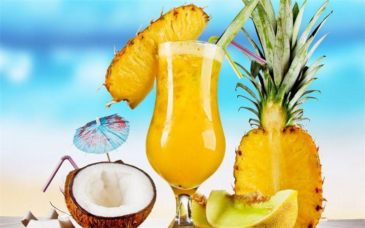 Ананасовый сок Несмотря на то, что в ананасовом соке мало жирорастворимых витаминов, он является источником множества других полезных веществ. В частности, ананасовый сок богат марган...