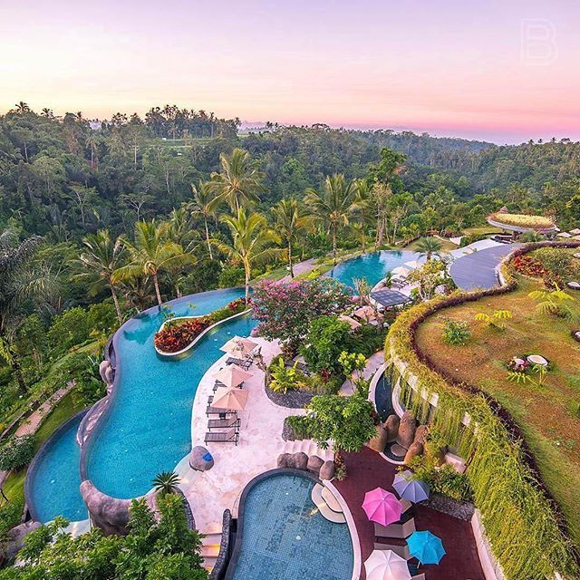 Delightful Hotel Mit Terassen Pool. Padma Resort, Ubud.