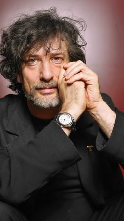 Great photo from the Chicago Tribune of my favourite author, Neil Gaiman. (It's an intelligent and well written review of 'Trigger Happy' as well. Worth a read if you like Gaiman)