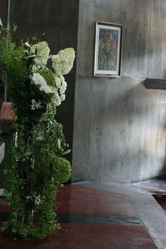 夏の教会装花 鎖 カトリック目黒教会様へ : 一会 ウエディングの花