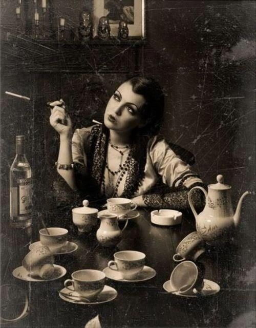 Pensive tea break: Teas Time, Vintage Cups Photo, Alice In Wonderland, Vintage Teas Parties, Gothic Teas Parties, 1920S Vintage Parties Photo, Kinda Teas, Teas Sets, Bohemian Teas