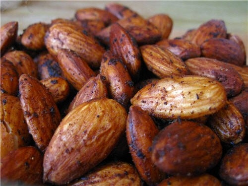 A 24-week study published in the International Journal of Obesity found out that a low-calorie diet supplemented with #almonds boosted #weightloss.