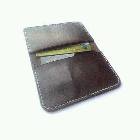 Leather wallet card handmade of genuine cow skin leather.  Www.jualtaskulit.com +6285642717764  #leatherctaft #handmadewallet #handmade #wallet #leatherctaft #leatherwallet #menswallet #dompetkulitpria #dompetpria #dompet #dompetkulitasli #whiteblue
