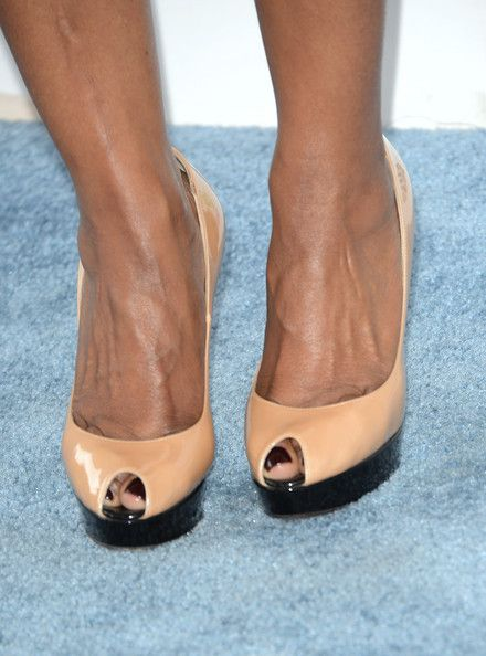 Angela Bassett Photos Photos - Actress Angela Bassett (shoe detail) attends the 2014 Film Independent Spirit Awards at Santa Monica Beach on March 1, 2014 in Santa Monica, California. - 2014 Film Independent Spirit Awards - Arrivals