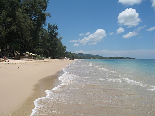 A 10 minute drive from Ban Saladan will find you at Long Beach, also known as Phra-Ae. Long Beach is the biggest and most popular of Koh Lan...