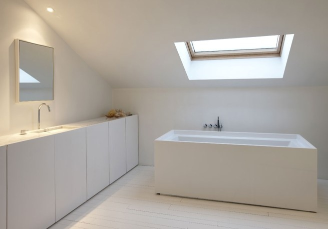 Calm and simple bathroom by Hans Verstuyft. Nice.