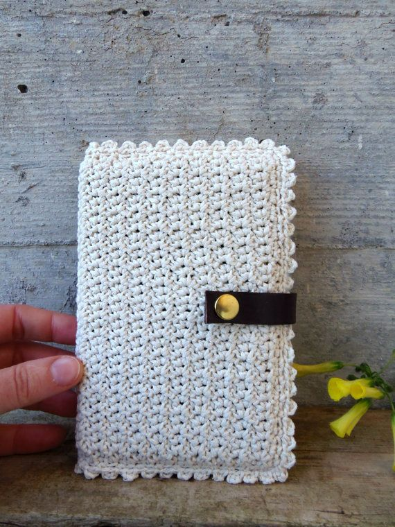 Crocheted Moleskine cover made of recycled yarn in cream! By MadameRenard on Etsy - 21 €