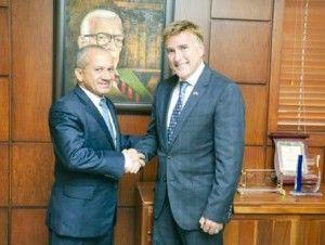 Embajada De EEUU Construirá Tres Clínicas Y Dos Escuelas En El País