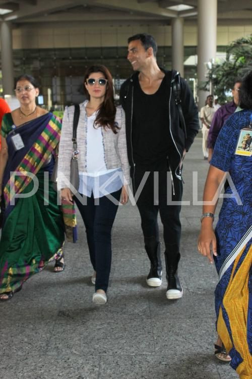 Akshay Kumar Twinkle Khanna Make A Stylish Appearance At The Airport