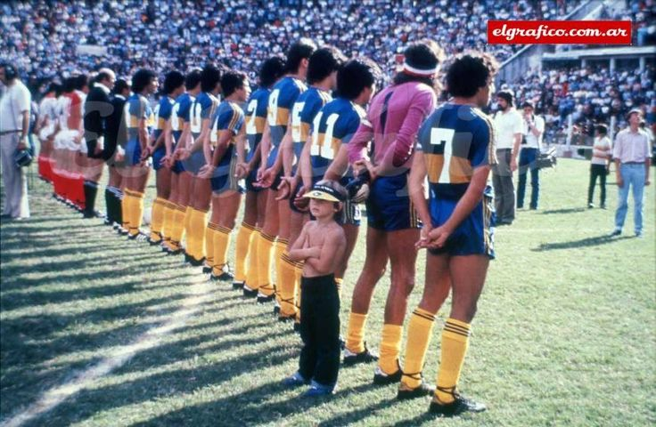 #Boca and #Huracan pay tribute to those who were fighting in the #Falkland Islands. It was 48 hours after the war began. #Malvinas