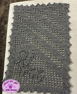 Amor por Art em Crochê: Tapete em Crochê Retangular Marrom com Flor