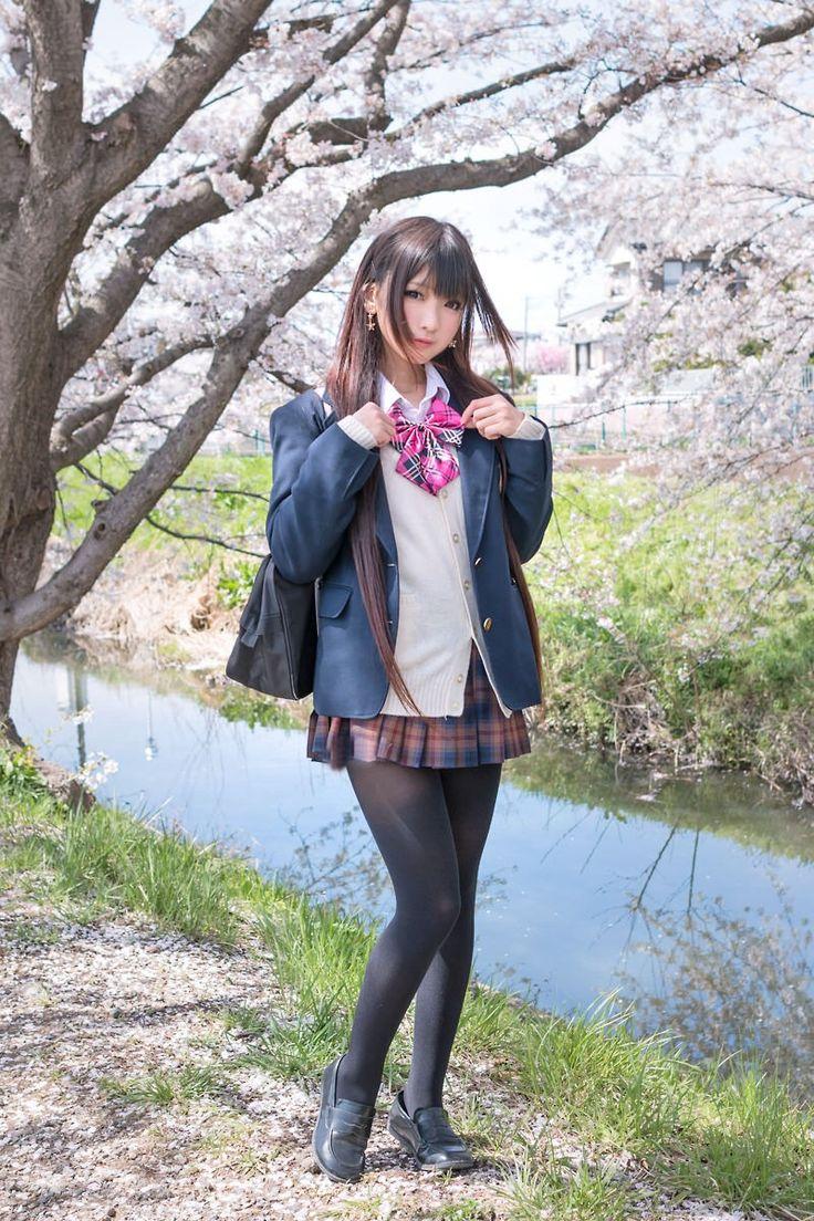 small-pig:  見てるだけでとっても幸せになれるミニスカ女子校生の画像#45 - 太ももフェチの画像ブログ