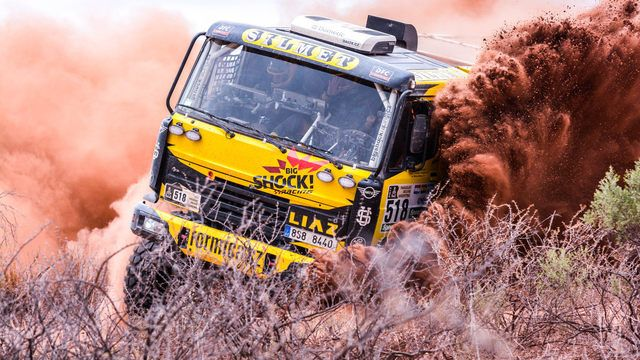 Martin Macík v LIAZu na trati jedenácté etapy Rallye Dakar.