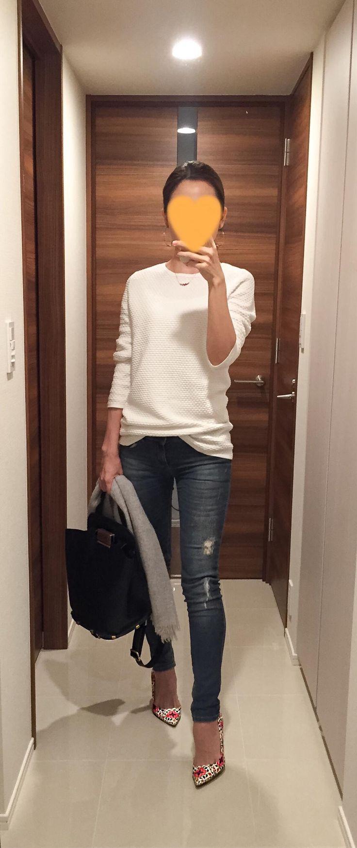 White tops: COS, Skinnies: Sisley, Bag: ZAC Zac Posen, Floral pumps: J. Crew