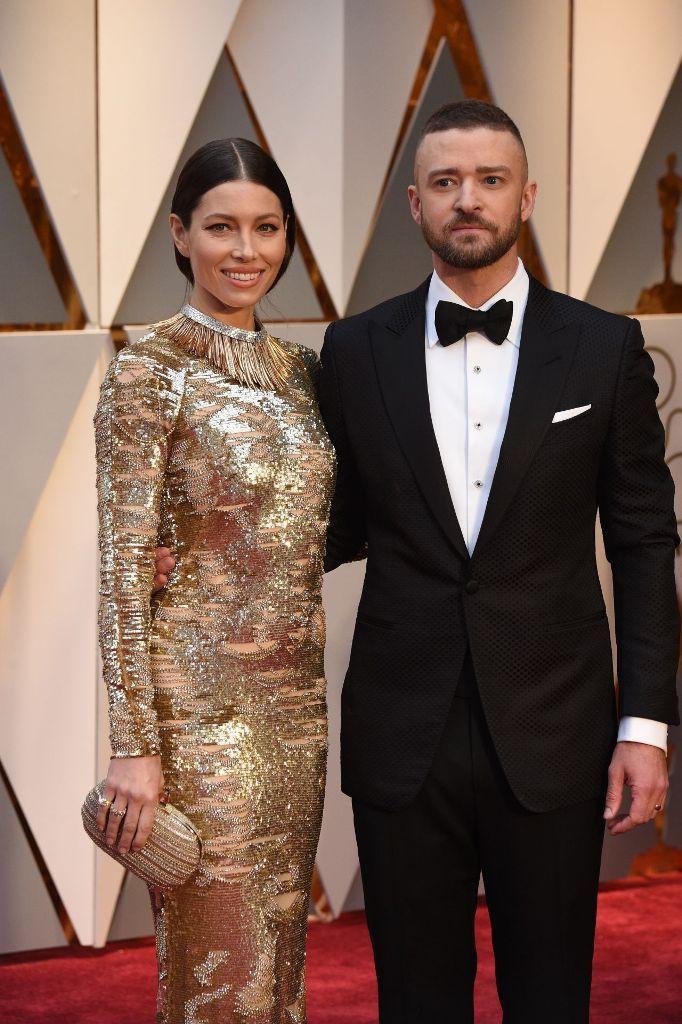 Jesica Biel and Justin Timberlake at 2017 Academy Awards. #glamorous #bestdressed #oscars #academyawards #oscarawards #celebrity #celebritystyle #fabfashionfix #jessicabiel