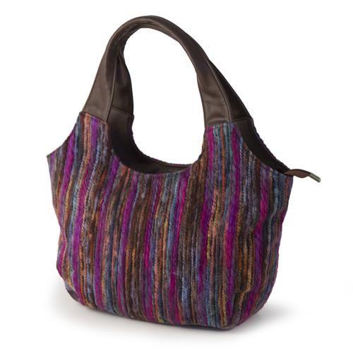 BORSA EUSEBIA FUCSIA  -  Borsa multicolore in tessuto con filo fantasia. Chiusura a zip.Doppia tasca interna e tasca portamonete con zip.Dotata di 2 manici in ecopelle nei toni del marrone.