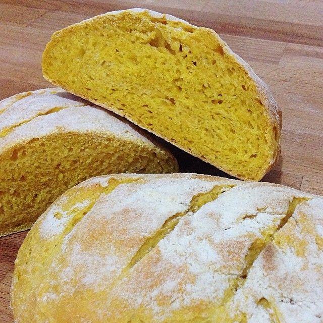 Pagnotta di pane alla zucca, con pasta madre.