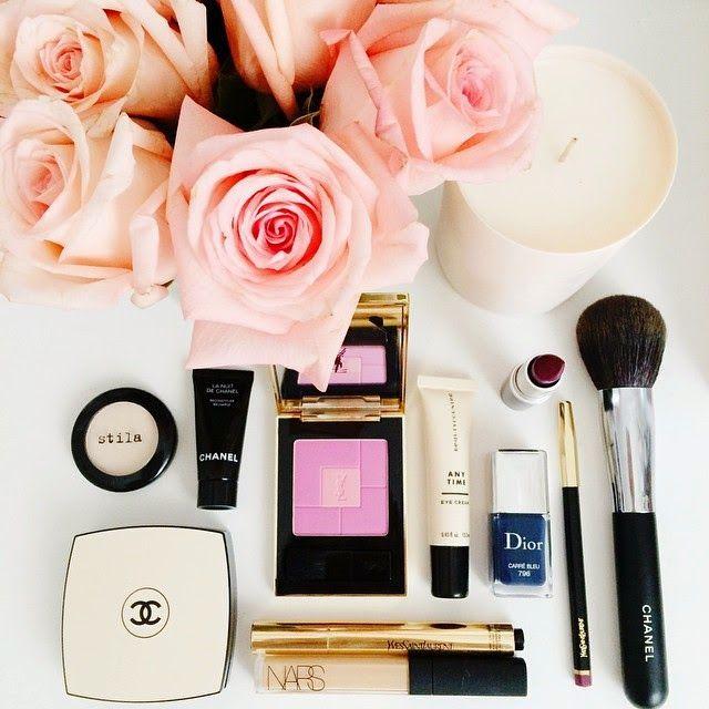 Venta de productos de maquillaje.