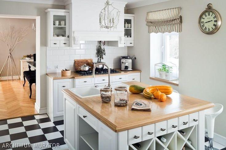 Czarno-białe płytki w rustykalnej kuchni