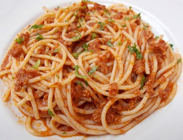 Spaghete cu sos de carne tocata