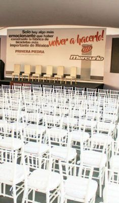 Ceremonia de evento bicicletas mercurio. #mobiliario #doblezero #eventsplanner #tarima #mercurio