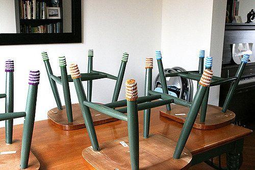 Calcetines para las patas de las sillas:   19 ingeniosos e increíbles patrones de tricot y crochet