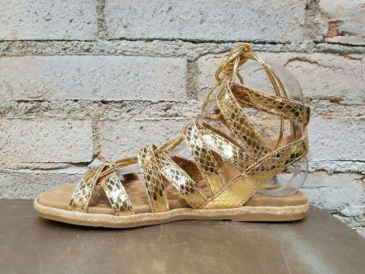 Sandalia romana hecha 100% piel. Muy originales. Hecho en España. #AdelaGilComplementos #AdelaGil #Sandalias #moda #fashion #style #mujer #calzado #primavera Venta online www.adelagilcomplementos.com