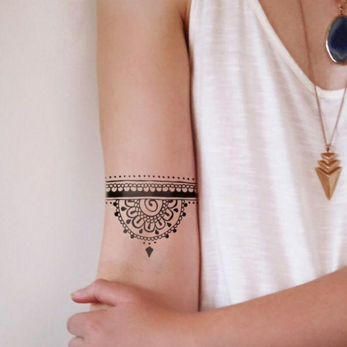 1001 Ideas Sobre Disenos De Tatuajes Para Mujeres Tatuajes - Tatuajes-de-brazaletes-para-el-brazo