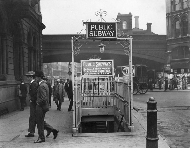 The entrance to Blackfriars Underground station, 1924. | 38 Breathtaking Pictures From The Early Days Of The London Underground
