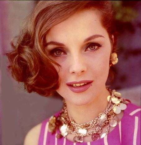 Virna Lisi: crazy for her hair and necklace!
