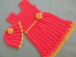 Free crochet pattern. Pattern category: Baby Dresses, Girls Dress. DK weight yarn. 450-600 yards. Features: Applique, Ruffle, Shells, Sleeveless, V-stitch. Easy difficulty level.