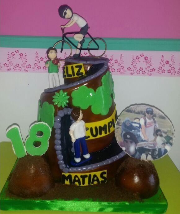 torta ciclista  desde las 40 personas www.tortasimagina.cl torta  de panqueque