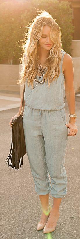 Olha que lindo esse macacão jeans modelo mais social. Adorei :):