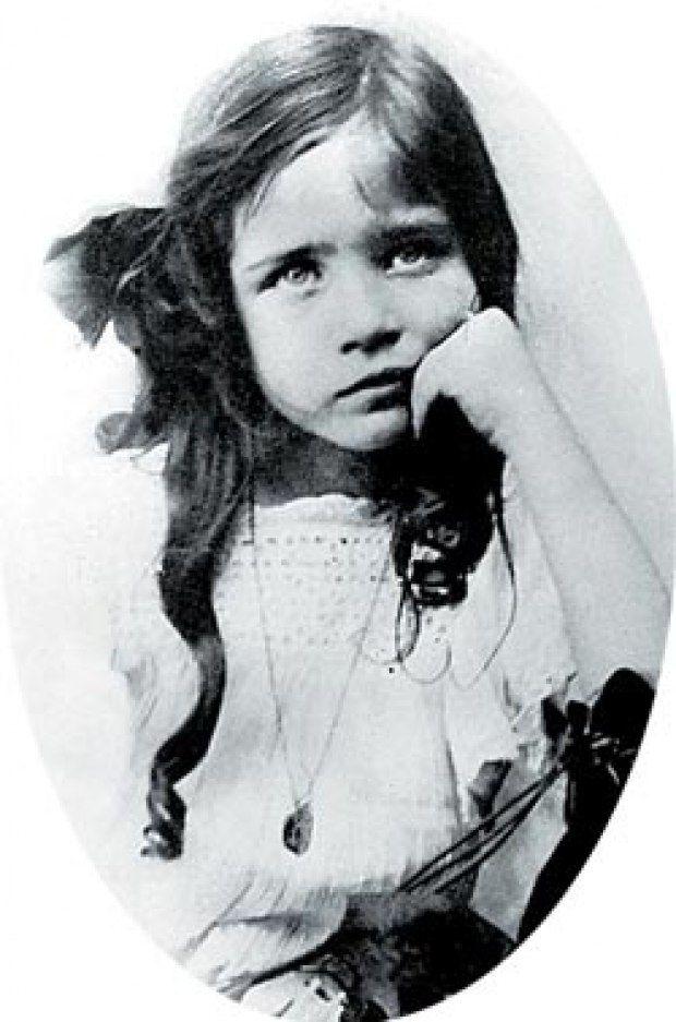 Симона де Бовуар, в шесть лет. 1914 год. Фото RUE DES ARCHIVES/TAL/VOSTOCK PHOTO