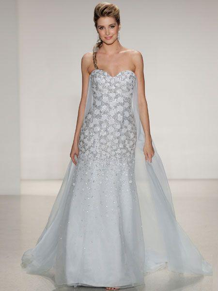 """Da schmilzt das Herz! Eisblaue Hochzeitskleider waren der Hingucker der Brautmode-Schauen 2015. Inspiration: der Disney-Film """"Frozen"""" und"""