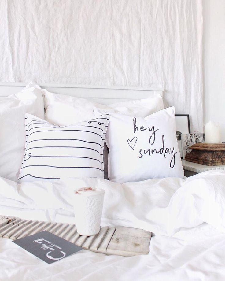 Hallo Sonntag! In diesem schönen Schlafzimmer stimmt jedes Detail. Ein einzelnes …   – Ab ins Bett