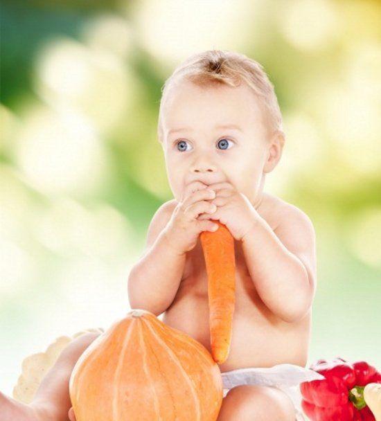 Per autosvezzamento si intende alimentazione complementare a richiesta. Ma come come capire se il bambino è pronto? E come funziona l'autosvezzamento? Di seguito tutte le spiegazioni