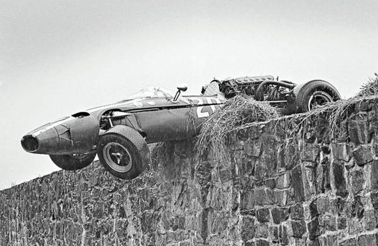 La Cooper-Maserati de Jo Bonnier en fâcheuse posture_Spa Francorchamps 1966
