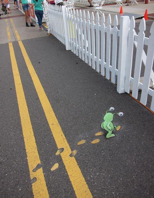 David Zinn рисует мелом и углем временные рисунки на улицах города Энн-Арбор  www.zinnart.com