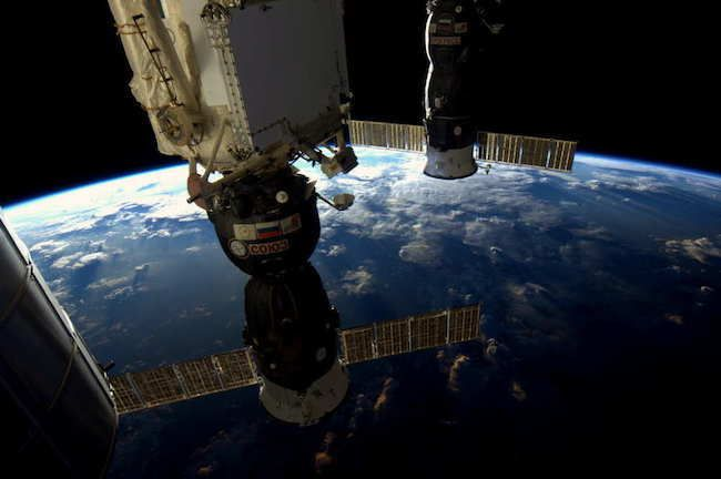 The View From The Station's Window 30 Stunning Pictures Of Earth Taken From Space • Page 4 of 6 • BoredBug