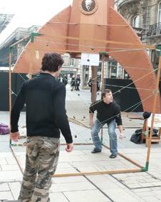 traverser les fils sans faire sonner de grelots jeux traditionnels sue le Marché de Noël d'Amiens 2009