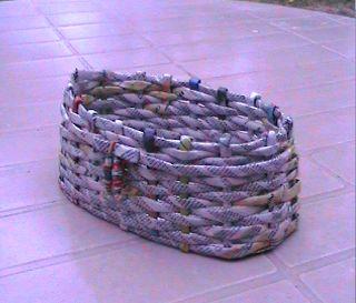 El arte del desquite: Cesta de papel ovalada