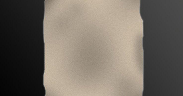 """Cómo hacer una escopeta de papel. Si a los jóvenes debiera permitírseles jugar con armas o no es un tema controversial entre los padres el día de hoy. De acuerdo con Lucy Rector Filppu de education.com, """"la mayoría de los expertos en niños están de acuerdo en que prohibiendo enteramente jugar a las armas, los padres les dan mucho más poder y probablemente lo harán a escondidas"""". ..."""