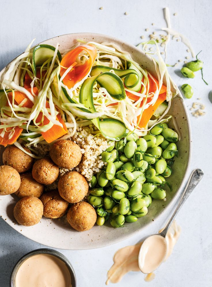 Recette de bol de quinoa, légumes marinés  et edamames de Ricardo